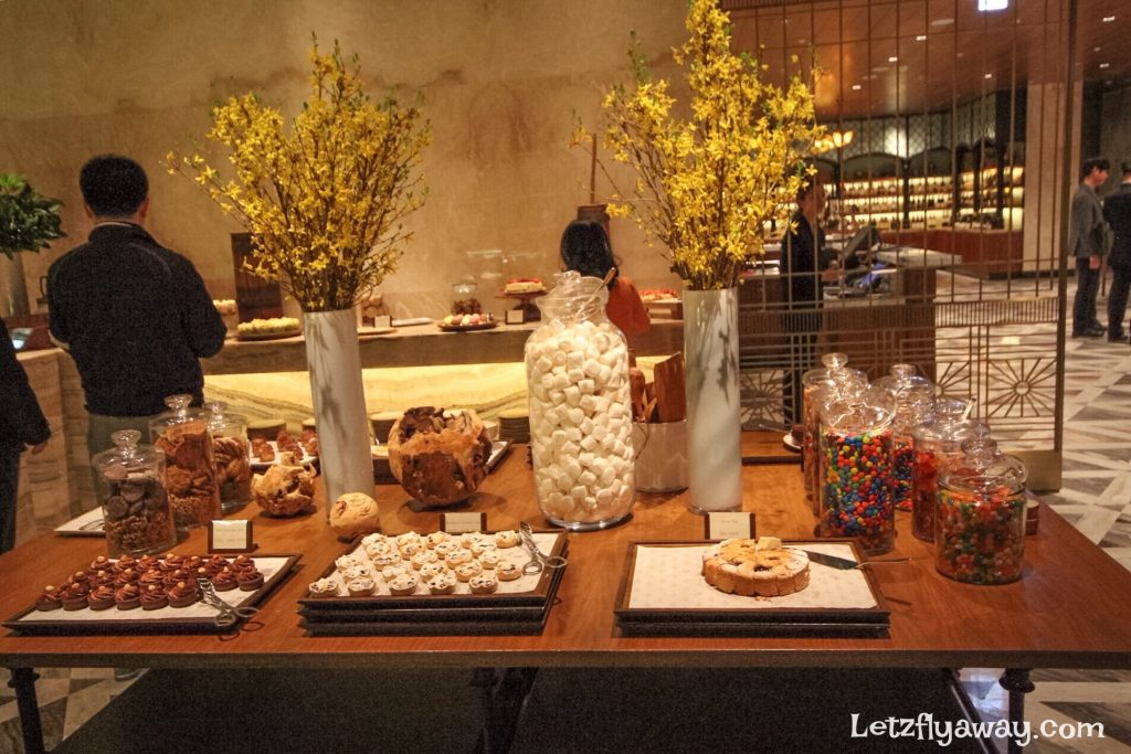 Four Seasons Hotel Seoul the market kitchen dessert Buffet restaurant