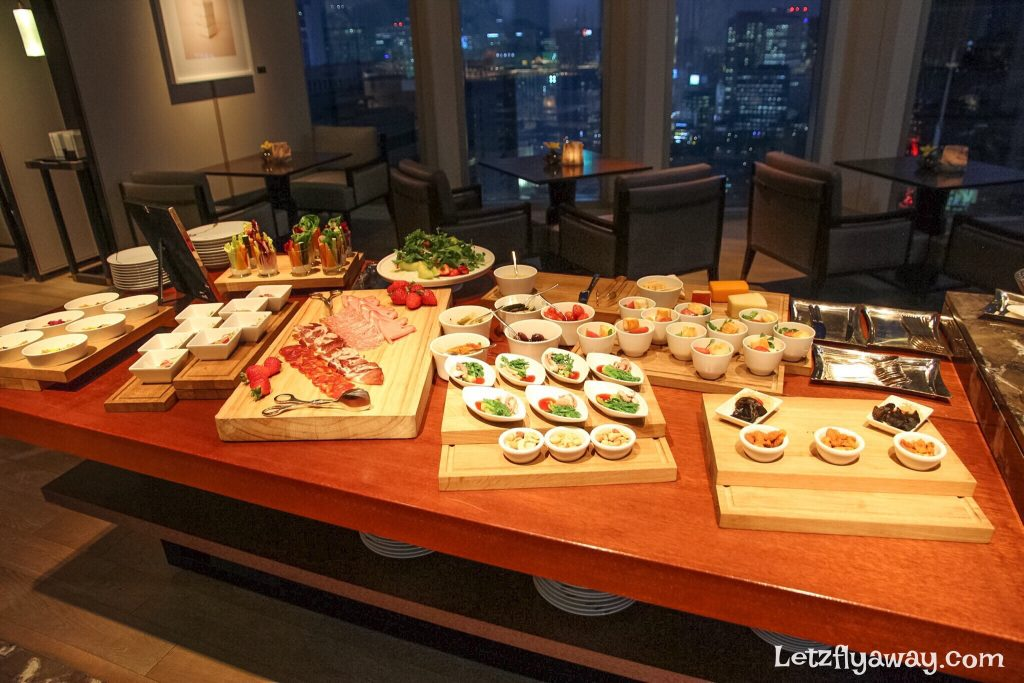 Four Seasons Hotel Seoul Lounge Evening spread
