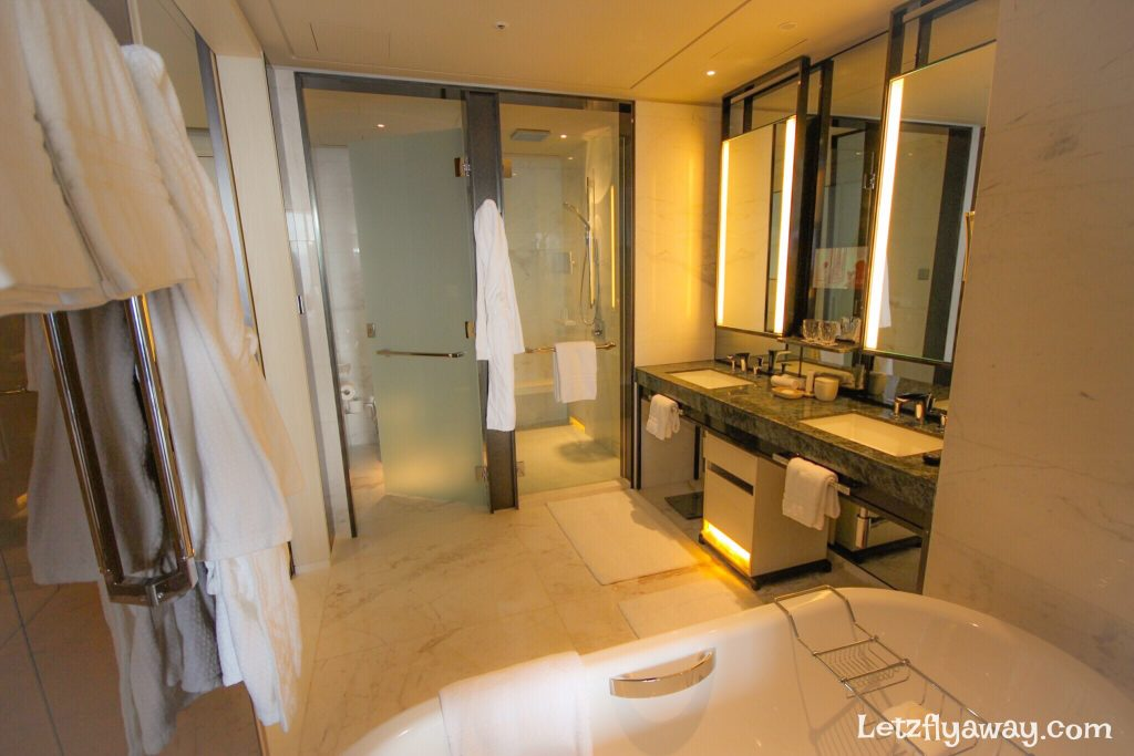 Four Seasons Hotel Seoul Bathroom