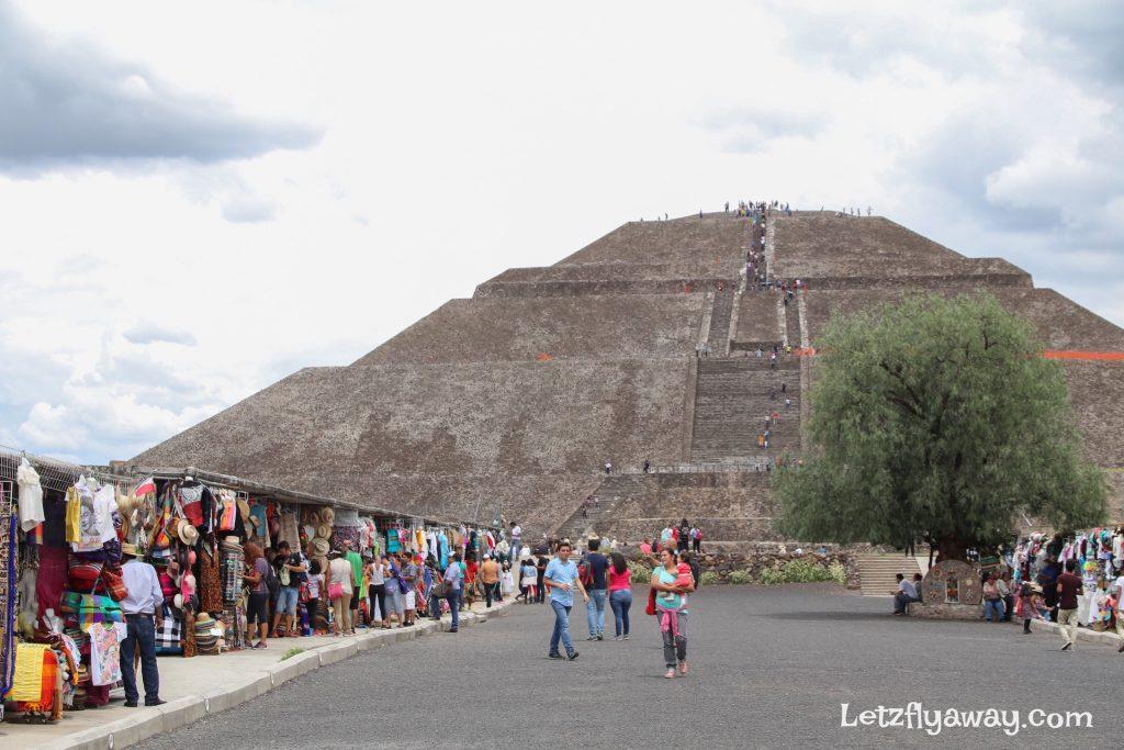 Teotihuacan vendor stalls