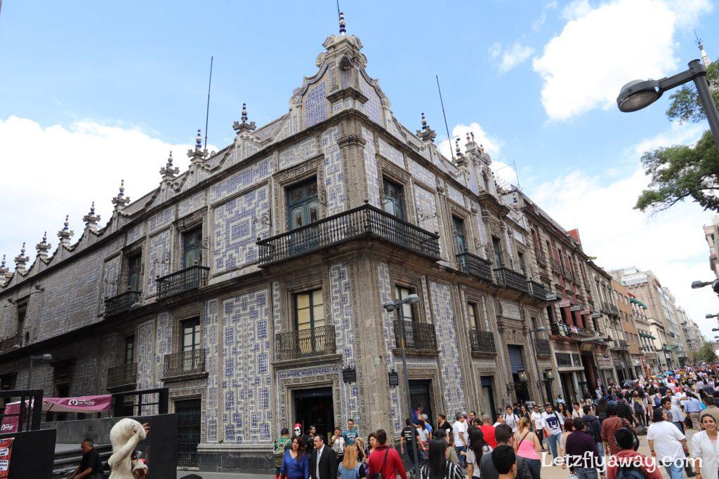 House of tiles /casa de azulejos