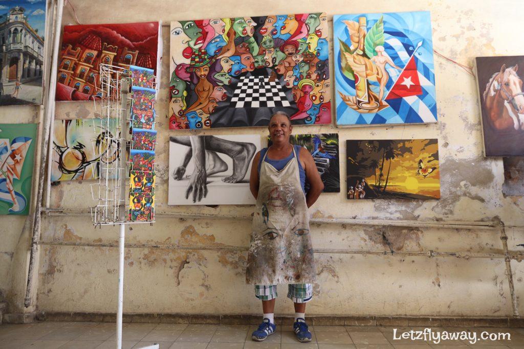 artist in muralla street in havana