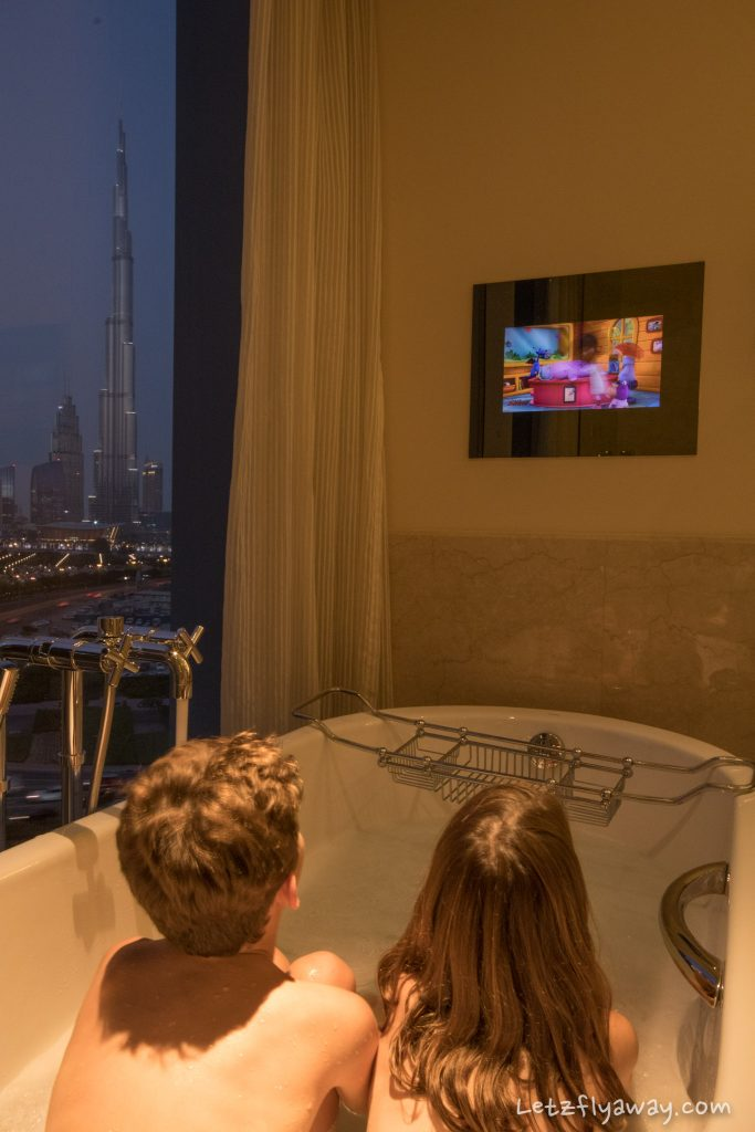 The Oberoi Dubai bath with view on burj khalifa