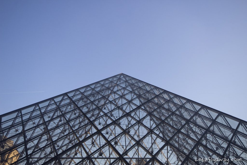 Le louvre pyramid by blu skies