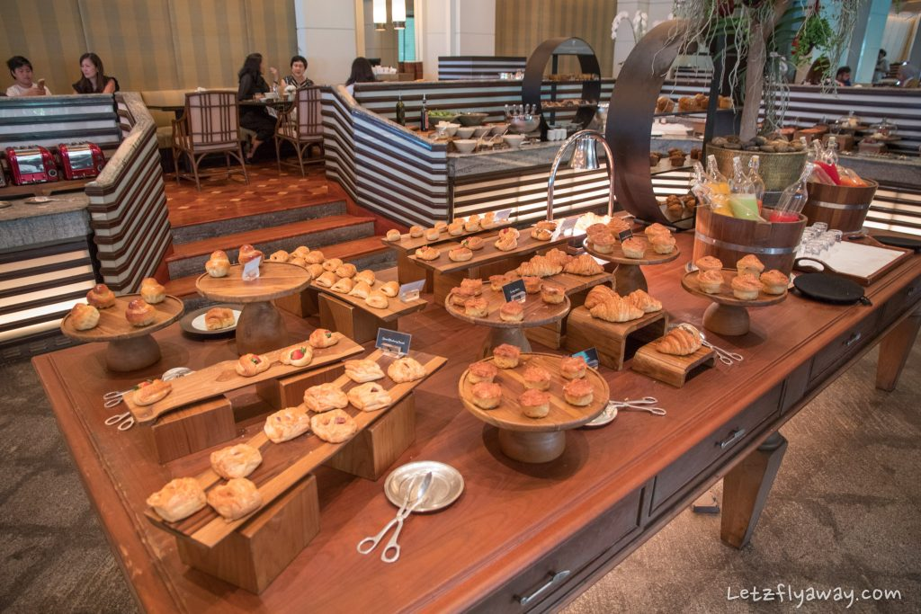 Peninsula Bangkok River café pastries