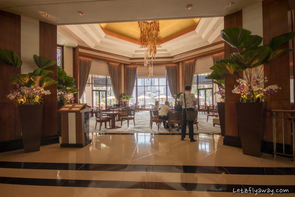 Peninsula Bangkok lobby