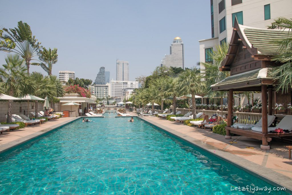 Peninsula Bangkok pool