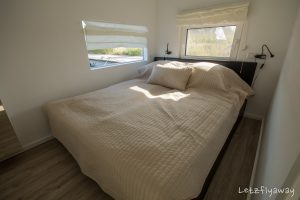 Homeboat Westhoek Marina master bedroom