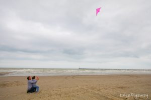kite flying in nieuwpoort