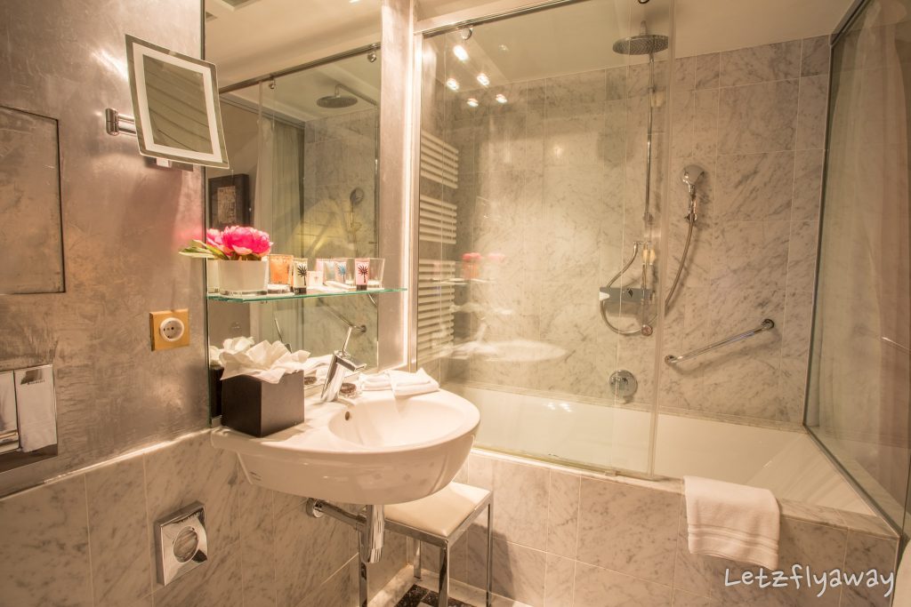 Hotel Le Place d'Armes Luxembourg bathroom