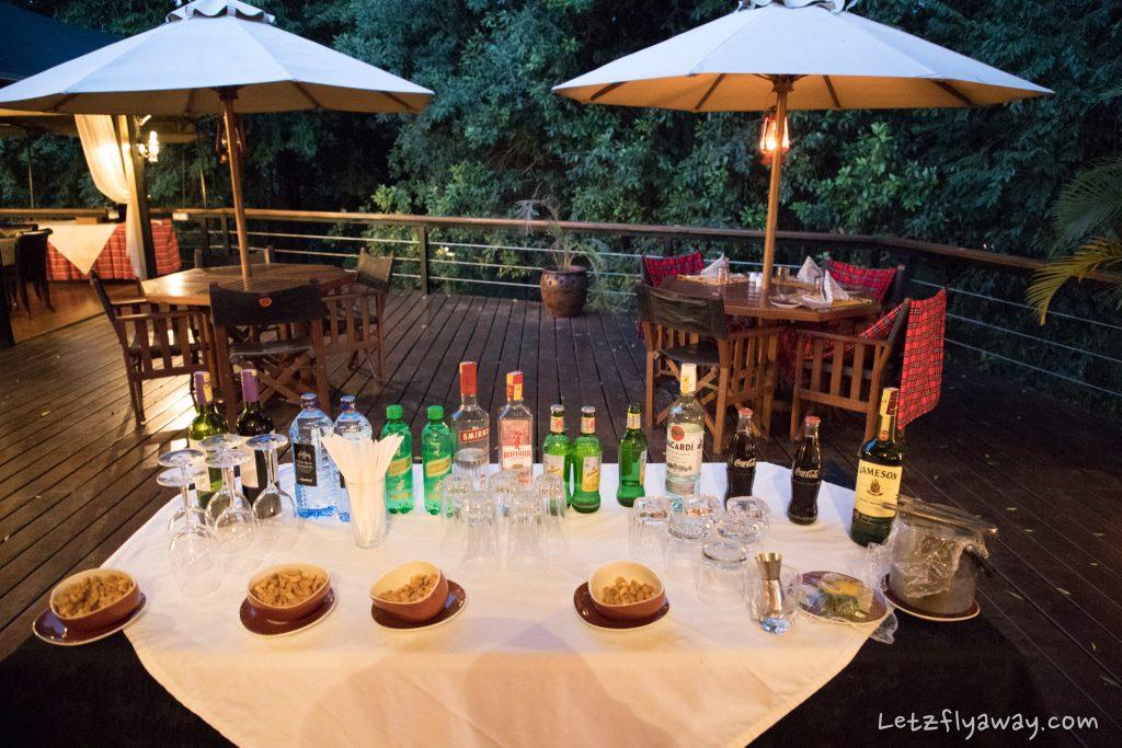 Kempinski Olare Mara pre dinner cocktails