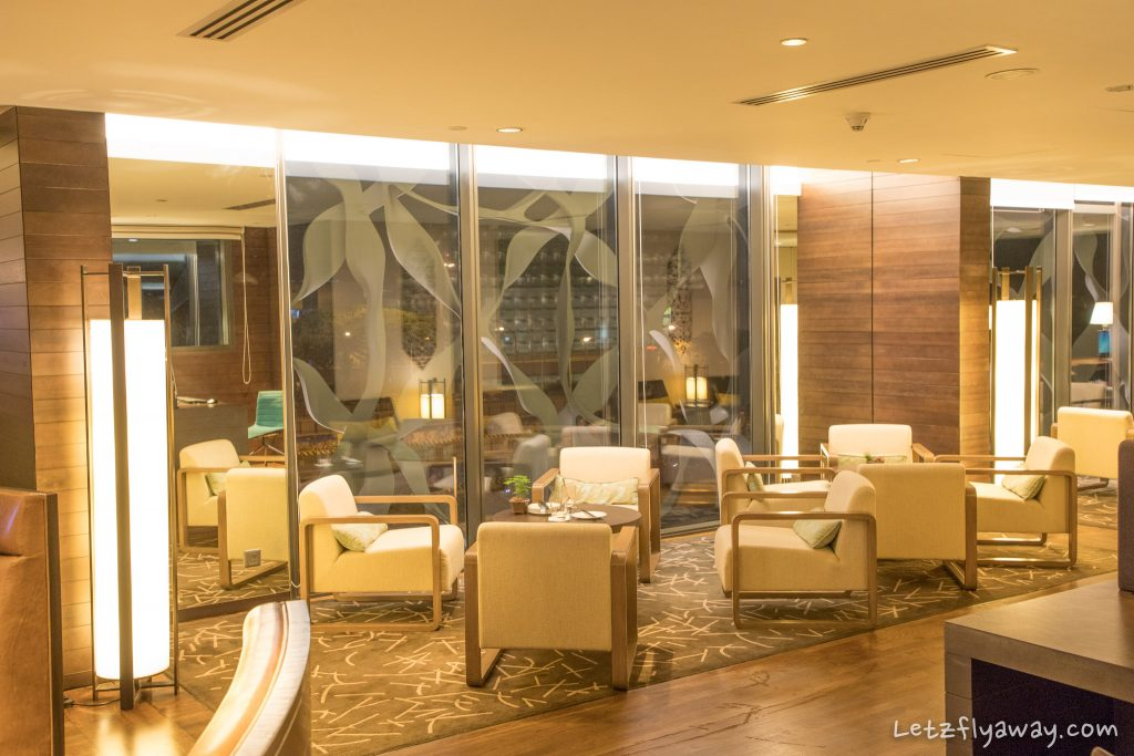 Crowne Plaza Changi lounge