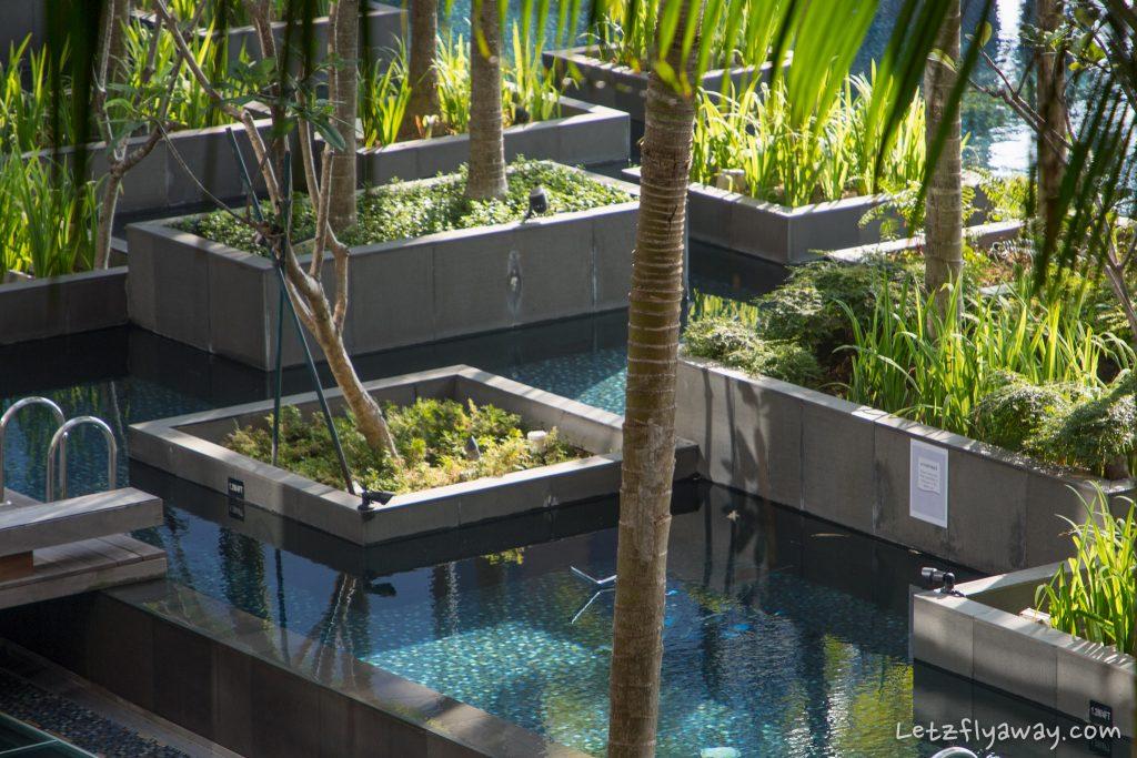 Crowne Plaza Changi pool